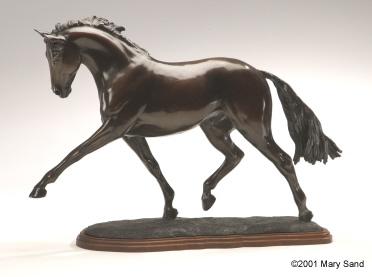 Bronze Dressurpferd Skulptur des Hannoveraner Pferdes Durchführung der Trab. Skulptur mit dem Titel Atemberaubende