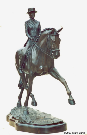 Dressage Horse sculptures : Dressage horse and rider performing the Half-Pass