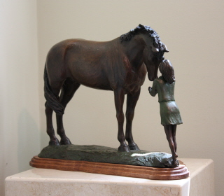 Pferd Skulptur von jungen Mädchen mit ihrem Pferd, Erste Liebe