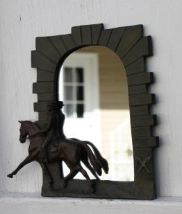 Horse Geschenkartikel: Dressur Spiegel mit Pferd und Reiter in Relief