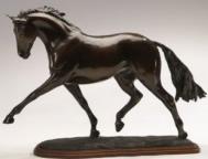 Pferdeskulpturen : Dressurpferd Durchführung der starken Trab