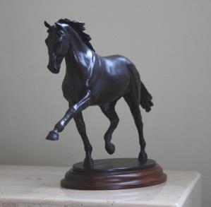 Pferd Skulptur Dressurpferd Durchführung der Trab