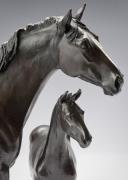 Pferdeskulpturen von Stute und Fohlen